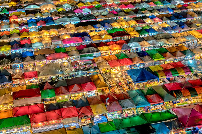 Rot Fai Train Market Ratchada - Shopping in Bangkok