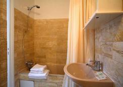 Résidence du Lion d'Or Louvre - Paris - Bathroom