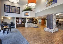 Best Western Plus Peak Vista Inn & Suites - Colorado Springs - Lobby