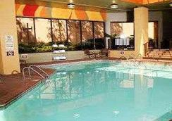 Ramada Plaza Atlanta Airport - Atlanta - Pool