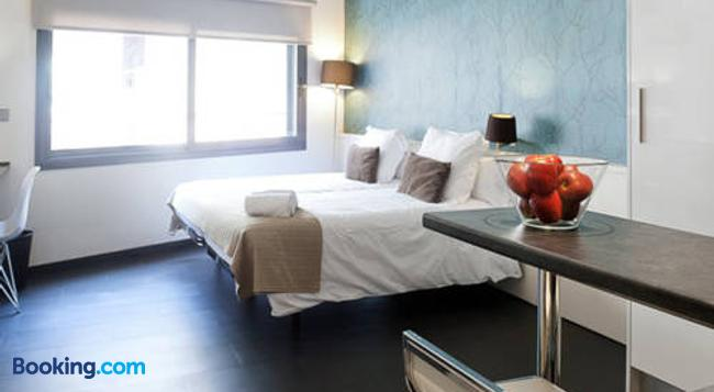 Barcelona Fifteen Luxury Hostel - Barcelona - Bedroom