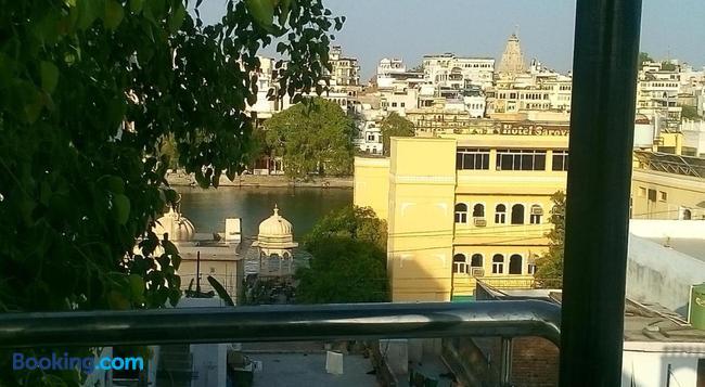 The Royal Lake View Villa - Udaipur - Building