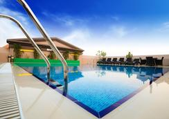 Golden Tulip Al Barsha - Dubai - Pool