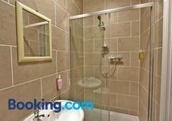 Central Hotel Gloucester by Roomsbooked - Gloucester - Bathroom
