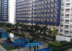 Sea Residences Holiday Rentals - Manila - Pool
