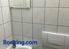 Carli's Bed-No-Breakfast - Friedrichshafen - Bathroom