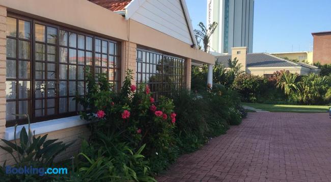 At Sta-Plus Guest House - Port Elizabeth - Building