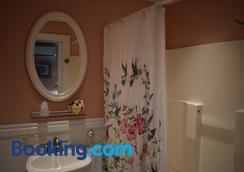 Seaport Inn - Key West - Bathroom