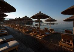 Avala Resort & Villas - Budva - Beach
