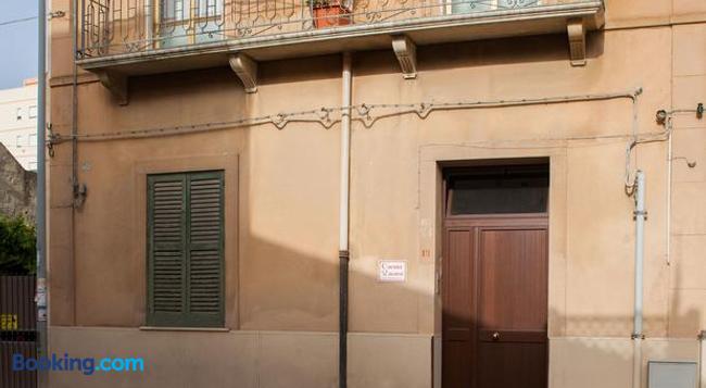 Corona Vacanze - Trapani - Building