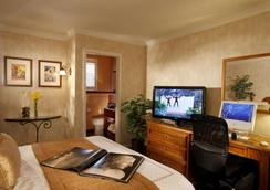 Best Western Plus El Rancho Inn - Millbrae - Bedroom