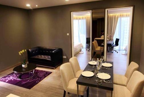 Ramada Suites by Wyndham Kuala Lumpur City Centre - Kuala Lumpur - Bedroom