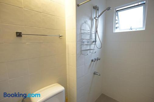 Z Hostel - Manila - Bathroom