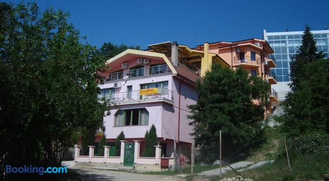 Villa Mari Guest Rooms - Varna - Building