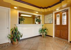Americas Best Value Inn - Longview - Front desk