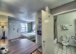Studio 6 San Antonio - Medical Center - San Antonio - Bathroom