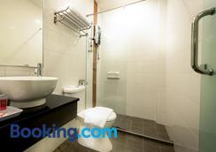 Hotel Sentral Kuala Lumpur - Kuala Lumpur - Bathroom