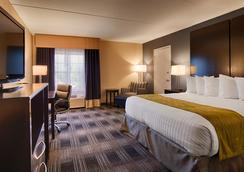 Best Western Hartford Hotel & Suites - Hartford - Bedroom