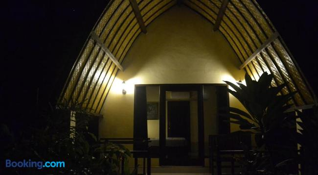 3 Angels Homestay - Gili Air - Building