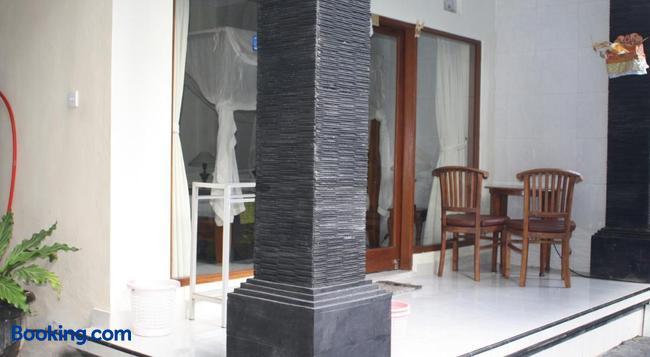 Raka House Accommodation - Ubud - Building