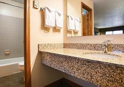 Crosswinds Inn - West Yellowstone - Bathroom