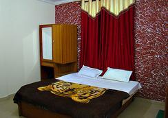 Oyo 10229 Hotel Crystal - Manali - Bedroom