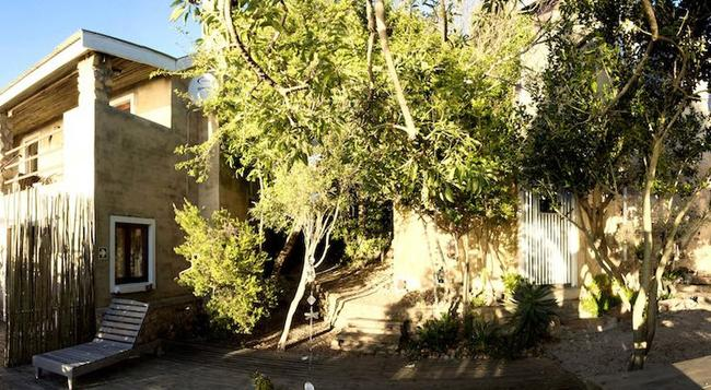 Stone Cottage Self-Catering Apartments - Plettenberg Bay - Building