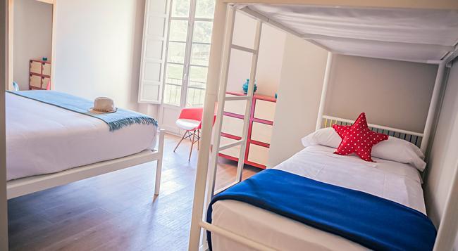 Alcazaba Premium Hostel - Malaga - Bedroom