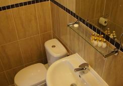 Sapphire Hotel - London - Bathroom