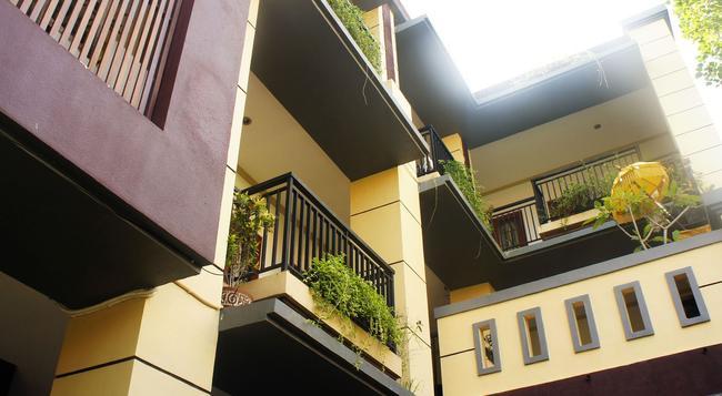 La Mulya Guest House - Kuta (Bali) - Building
