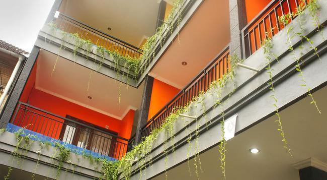Rena Segara House - Kuta - Building