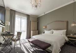 Queen Victoria Hotel - Cape Town - Bedroom