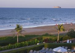 Safari Village Executive Suites - Muscat - Beach