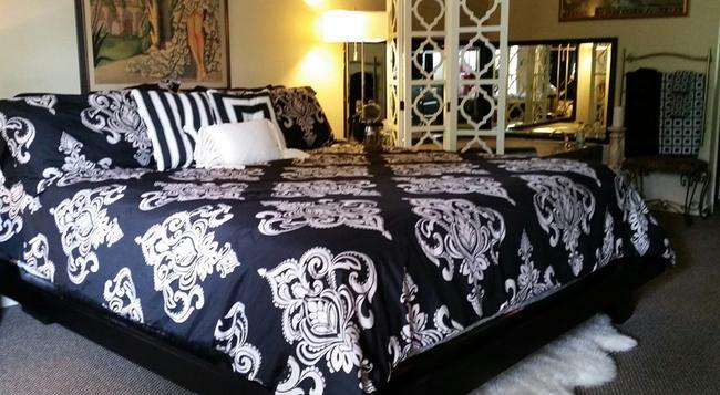 TradeWinds Lodging Bed and Breakfast - Eureka Springs - Bedroom