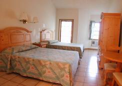 Orange Hill Beach Inn - Nassau - Bedroom