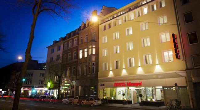 Monopol Hotel - Dusseldorf - Building