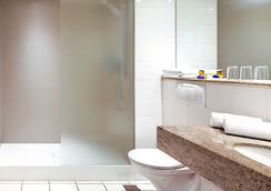 Hotel Hafen Hamburg - Hamburg - Bathroom