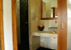 Kuta Baru Hotel - Kuta (Lombok) - Bathroom