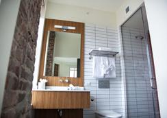 Hotel Indigo Newark Downtown - Newark - Bathroom