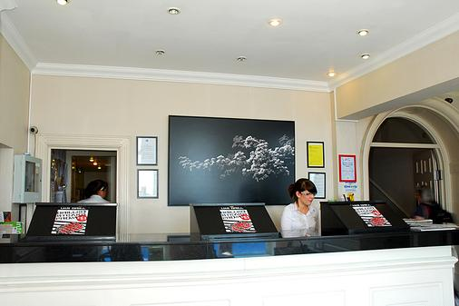 Brighton Harbour Hotel & Spa - Brighton - Front desk