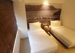 The Salvation Army - Booth Lodge - Hong Kong - Bedroom