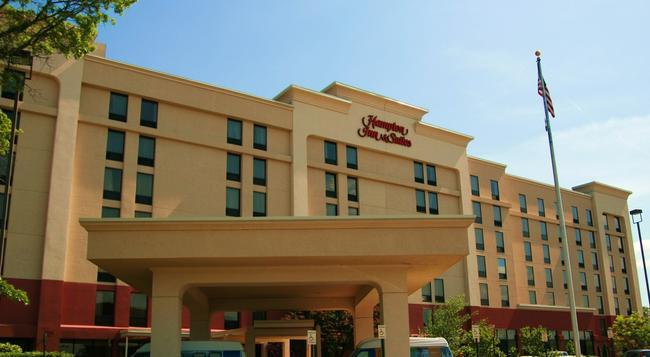 Hampton Inn & Suites Alexandria Old Town Area South - Alexandria - Building