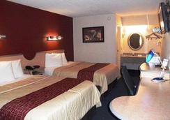 Rodeway Inn - Fort Wayne - Bedroom
