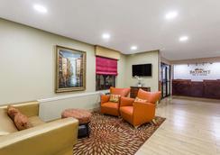 Baymont Inn & Suites Savannah/Garden City - Savannah - Lobby