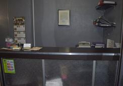 Aleksandr Green Mini-Hotel - Saint Petersburg - Front desk