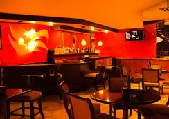 Garden Inn & Suites - Queens - Bar