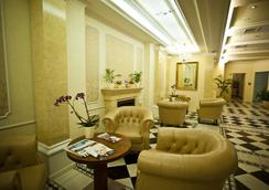 Queen's Court Hotel & Residence - Budapest - Lobby