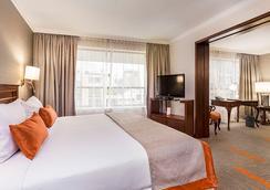 Hotel Plaza El Bosque Ebro - Santiago - Bedroom
