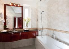 Hanoi Imperial Hotel - Hanoi - Bathroom