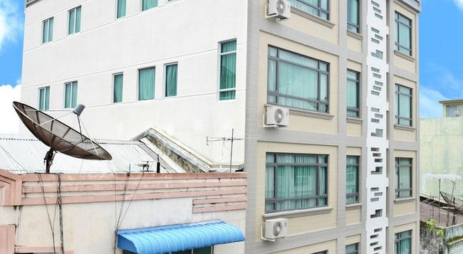 Hotel Grand United 21st Downtown - Yangon - Building